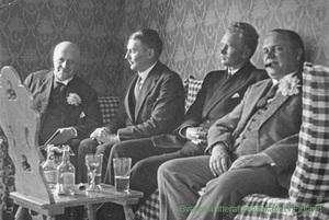 Hjalmar Procopé, Runar Schildt, Jarl Hemmer ja Henry Rein Holger Schildtin luona 1922. Kuva SLS:n arkistosta.