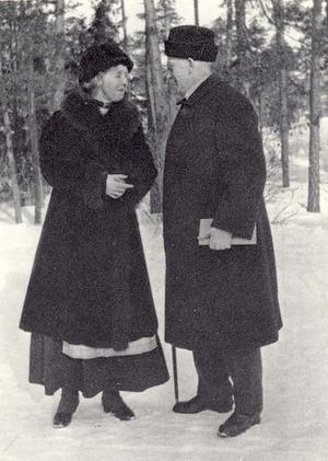 """Louise och Mikael Lybeck på 1920-talet. Bild ur boken """"Aktiebolaget som blev stad""""."""